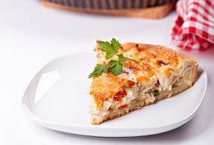 Τάρτα κοτόπουλο με μπεσαμέλ Pizza, Party Buffet, Appetisers, Greek Recipes, Turkey Recipes, Lasagna, Quiche, Meal Planning, Sandwiches