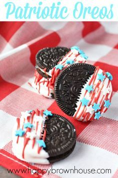 Oreos These Patriotic Oreos are the perfect quick and easy dessert for a Memorial Day or Fourth of July Barbecue.These Patriotic Oreos are the perfect quick and easy dessert for a Memorial Day or Fourth of July Barbecue. Patriotic Desserts, 4th Of July Desserts, Fourth Of July Food, 4th Of July Celebration, 4th Of July Party, July 4th, Patriotic Party, Patriotic Crafts, Patriotic Recipe