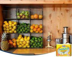 ¿Y si guardamos nuestras verduras y frutas de forma vertical en la pared de la cocina? Así liberarás sitio en la encimera o la nevera.