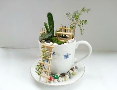 DIY fairy garden ideas are whimsical, pretty, and easy to make. Here are 20 DIY fairy garden ideas to try at home. Garden Crafts, Garden Projects, Garden Ideas, Craft Projects, Outdoor Projects, Diy Crafts, Mini Jardin Zen, Teacup Crafts, Mini Fairy Garden