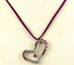 free pattern... heart pendant... page 1/2...  (this picture does not do justice to this beautiful heart pendant)