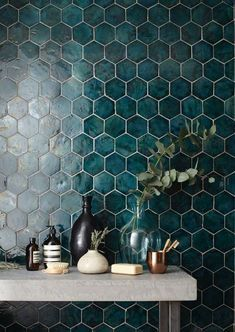 The Basics of Bathroom Remodel Tile Design Trends You must deal with the tile ideas also for making the restroom decoration complete. Apartment Interior Design, Bathroom Interior Design, Kitchen Interior, Decor Interior Design, Kitchen Design, Bathroom Design Inspiration, Bad Inspiration, Dark Green Bathrooms, Bathroom Green