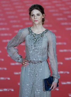 La actriz Manuela Velasco, con un elegante vestido con pedrería de Carolina Herrera.
