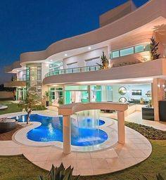 Design Exterior, Modern Exterior, Dream Home Design, House Design, Huge Mansions, Dream Mansion, Luxury Homes Dream Houses, Dream House Exterior, Exterior Houses