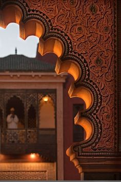 Admire the details, Moroccan arch.