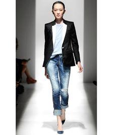 Pierre Balmain ~boyfriend jean~white t ~fitted blazer. So chic