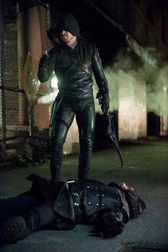 """S2 Ep13 """"Heir to the Demon"""" - Arrow"""