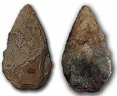 Bifaz lanceolado de cuarcita procedente de Atapuerca (Burgos, España), datado en unos 350 000 años.