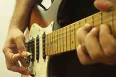 CURSO DE GUITARRA BRASIL ON-LINE: Exercícios para Guitarra - Habilidade e Velocidade... Music Instruments, Guitar Neck, Music Teachers, Guitar Classes, Brazil, Tips, Musical Instruments