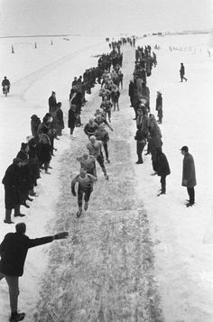 This is a ritual that has not been held for many years, due to weather conditions. When the ice is thick enough people will ice skate through 11 cities in Friesland. Old Pictures, Old Photos, Vintage Photos, Holland Netherlands, Winter Magic, Winter Theme, Ice Skating, Amsterdam, Dutch