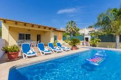 Abahana Villa Pepe Calpe Featuring a private outdoor swimming pool, Holiday Villa Pepe is a 2-bedroom villa, located 2 km from Cala Fustera Beach. Set in a residential area, the property is 3.5 km from Calpe town centre.
