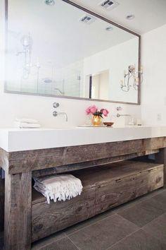 Reclaimed Wood For Vintage Bathroom