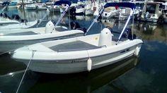 Embarcación de recreo Karel 450 con Toldo bimini Carvid marine 4 arcos Aluminio. Disponible en nuestra web: www.carvidmarine.com Sailing, Boat, Arches, Budget, Candle, Dinghy, Boats, Ship