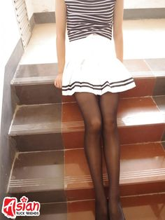 Those are the legs of a slim Chinese girl to die for! Asian Girl, Skater Skirt, Mini Skirts, Chinese, Slim, Homemade, Legs, Girls, Cute