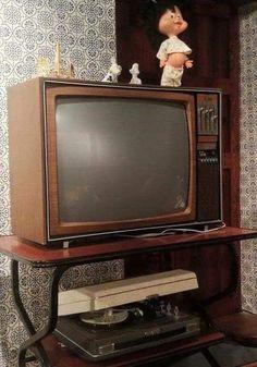 Vintage Soul, Vintage Theme, Vintage Tv, My Childhood Memories, Sweet Memories, Photo Portugal, Trade Show Design, Nostalgic Images, Vintage Television