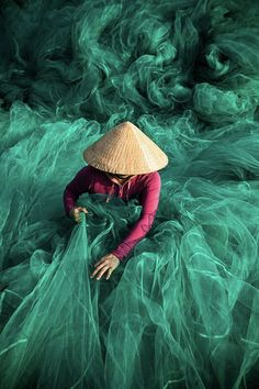 Hoi An, the Yellow City of Vietnam, is one of the best places in the world for travel photography because of the incredible backgrounds. Fishing Photography, Creative Photography, Fine Art Photography, Amazing Photography, Photos Du, Great Photos, Hoi An, French Photographers, Documentary Photography