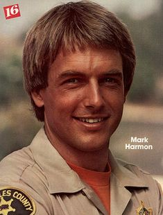Yum Gibbs Rules, Mark Harmon, Young Actors, Old Tv Shows, Vintage Tv, Male Celebrities, Ncis, Classic Tv, Good Looking Men