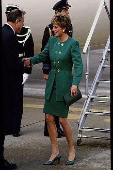 13 nov 1992: HRH Diana, Princess of Wales in Paris, France for a three-day visit.
