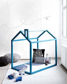 maak je eigen speelhuis, simpel van een paar houten regels en in een flitsend kleurtje schilderen