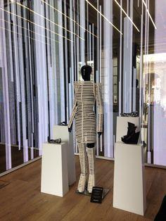 Em Covent Garden a loja da Melissa é super moderninha e cheia de tecnologia...e com o cheirinho inconfundível.