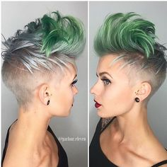 Fantastic shape by @mz2thep & cool color combo by @stephygnarstagram #hairdressermagic #silverhair #razorcut #shorthair @parlour.eleven