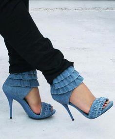 Aleida.net: High heels and blue denim ruffles Gira by Promise