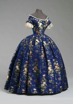 Woman's Dress: Bodice, Skirt and Underbodice Artist/maker unknown, American … - Historical Dresses Vintage Gowns, Mode Vintage, Vintage Outfits, Vintage Clothing, Victorian Women, Victorian Fashion, Vintage Fashion, Victorian Dresses, Victorian Era