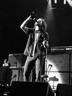 I wish I was the red wine that quenches Ed's thirst #PearlJam #Iwish