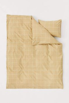 Twin duvet cover set in woven cotton fabric with a printed checked pattern. Duvet cover fastens at foot end with concealed metal snap fasteners. One pillowcase with envelope opening. Bed Covers, Duvet Cover Sets, Beige, Yellow Bedspread, Hm Home, Room Of One's Own, Lit Simple, Bedding Sets Online, Single Duvet Cover
