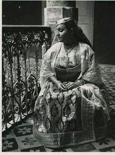 Femme juive de Safi portant la Kassoua Lakbira
