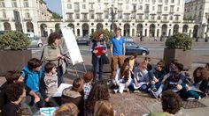 Scuole insicure. Studenti fanno lezione in piazza
