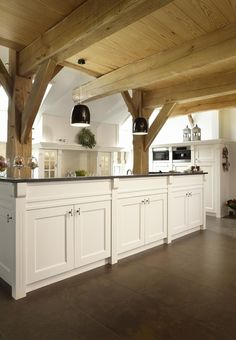 White cabinets with wood Farmhouse Style Kitchen, Rustic Kitchen, Kitchen Keeping Room, Kitchen Words, Small Room Bedroom, Wood Beams, Interior Design Living Room, Home Kitchens, Kitchen Cabinets