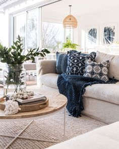 30 Incredible Easy Spring Decorating Ideas For Your Home Beauty Interior Design Trends, Home Decor Trends, Home Decor Styles, Boho Living Room, Home And Living, Living Room Decor, Hamptons Living Room, Boho Home, Spring Home Decor