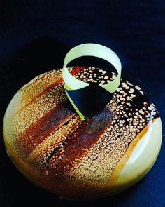 My Baileys cake with eclipse mold by @silikomartprofessional and double glaze…