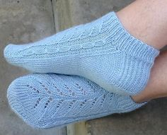 Ravelry: Pinky pattern by Trude Hertaas Frilly Socks, Knit Crochet, Crochet Hats, Knitting Socks, Knit Socks, Knitted Slippers, Colorful Socks, Boot Cuffs, Knitting Accessories
