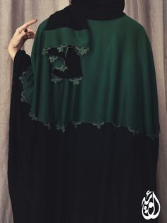 Oya abayas Modest Fashion, Fashion Dresses, Arab Fashion, Diy Fashion, Modern Abaya, Black Abaya, Modele Hijab, Arabic Dress, Abaya Designs