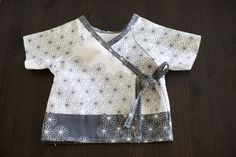 kimono for baby Grande Ang Sewing For Kids, Baby Sewing, Sewing Diy, Little Girl Dresses, Girls Dresses, Baby Kimono, Baby Crafts, Dress Patterns, Kids Outfits