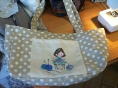 """La Peppina in borsa"" - Kandido in collaborazione con Nicoletta Savi Diy Craft Projects, Diy Crafts, Diaper Bag, Diaper Bags, Diy Home Crafts, Nappy Bags, Do It Yourself Crafts"
