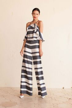 View the complete Trina Turk Spring 2017 Ready-to-Wear Collection from New York Fashion Week. Fashion Mode, Fashion 2017, Look Fashion, Spring Fashion, Fashion Show, Fashion Outfits, Fashion Trends, Trina Turk, Mode Statements