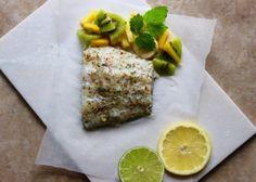 HVIT FISK MED EKSOTISK FRUKTSALAT Ethnic Recipes, Food, Meals, Yemek, Eten