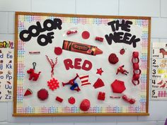 "Preschool bulletin board idea - kids can bring in things the color of the week to decorate the board! I like the idea of 2 colors (divide board in and ""milk"" the idea for 2 weeks). Toddler Classroom, Preschool Classroom, Preschool Learning, In Kindergarten, Classroom Decor, Preschool Activities, Preschool Colors, Teaching Colors, Color Of The Week"