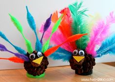 Here are two fun fine motor turkey activities you can do with toddlers to celebrate Thanksgiving!