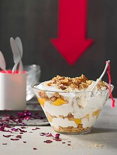 Peach - Cantuccini - Trifle with cottage cheese - Dessert Rezepte - Dessert im Glas und mehr - Quick Dessert Recipes, Easy Cake Recipes, Chef Recipes, Mexican Food Recipes, Sweet Recipes, Trifle Desserts, Lemon Desserts, Summer Desserts, Tiramisu Trifle