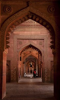The corridor in Fathepur Sikri. One of my favorite ruins I visited while in India. It's architecture and story behind it is amazing! Mughal Architecture, Art And Architecture, Architecture Details, Beautiful Sites, Beautiful World, Beautiful Places, Unity In Diversity, Rest Of The World, India Travel