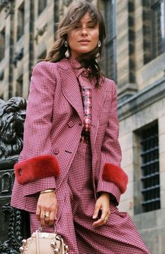Chic Winter Work Outfits, Winter Outfits, colour coordinate your top with your suit and you are ready in less than 10 minutes. Chic Winter Outfits, Winter Outfits For Work, Fall Outfits, Cute Outfits, Fashion Outfits, Womens Fashion, Work Outfits, Outfit Winter, Blazer Outfits