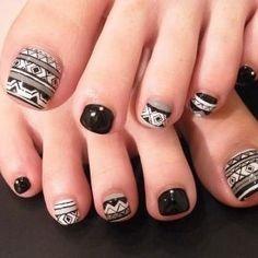 Un elegante diseño para las uñas de tus pies.