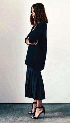 oversized sweater over midi skirt