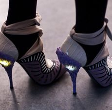 Woah! Are there lights in the heels?!!!