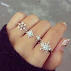 jewels ring beautiful ring want all jewelry winter outfits snowflake snowflake ring diamonds sparkle sparkle jewelry Cute Jewelry, Jewelry Box, Jewelry Accessories, Fashion Accessories, Fashion Jewelry, Jewlery, Hand Jewelry, Jewelry Rings, Winter Accessories