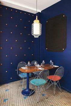 The Socialite Family | Dans la salle de la cave à poisson, Fichon. #address #adresses #fichon #paris #restaurant #poissons #produitsdelamer #sea #fish #déco #decor #blue #bleu #architecture #inspiration #idea #thesocialitefamily